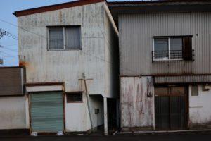 建物の隙間が狭い家